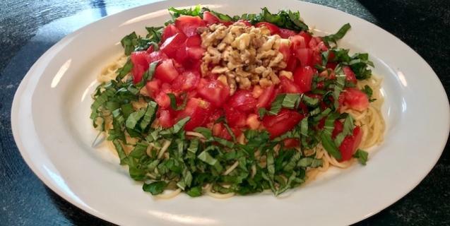 Fresh Tomato, Basil & Walnut Pasta